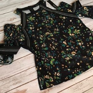 Tops - 🌿FLORAL CUT OUT TOP🌿